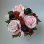 Букет из мыла Розы с ягодами